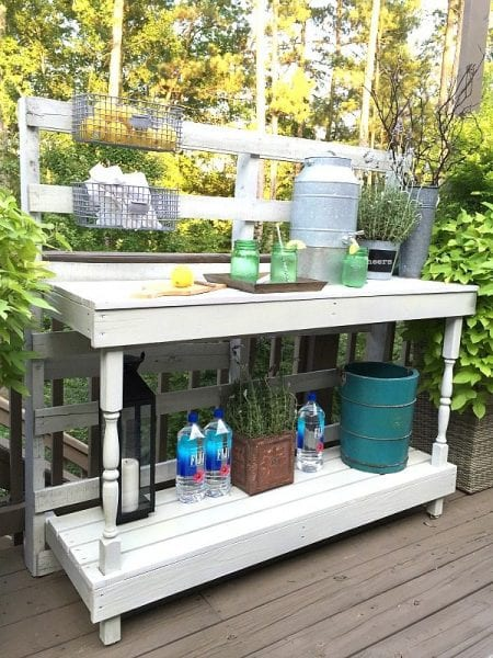 rustic-farmhouse-serving-area-idea-made-from-a-pallet-outdoor-potting-table-serves-as-buffet-or-drink-service-area