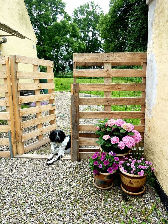 build-a-free-pallet-fence-via-hometalk