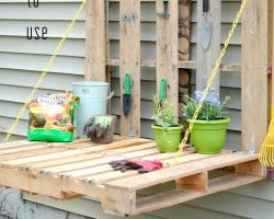 diy-fold-up-pallet-potting-table-jenna-burger-design-feat