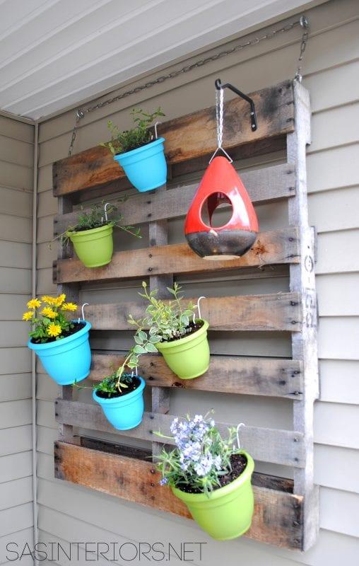 diy-hanging-vertical-planter-from-a-pallet-jenna-burger-design
