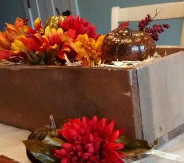 Easy DIY Rustic Pallet Wood Box Centerpiece