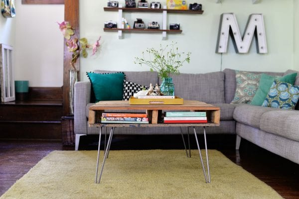 pallet coffee table and 15 awesome pallet furniture ideas featured on remodelaholic.com
