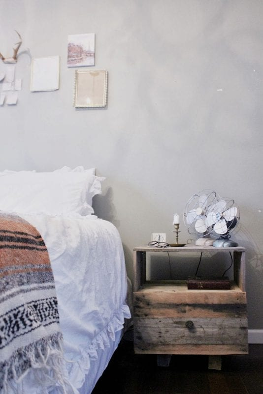 Pallet nightstand and 15 awesome pallet furniture ideas featured on remodelaholic.com