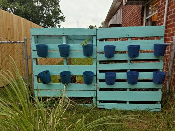pallet-fence-with-planter-pots
