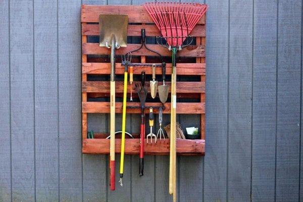 recycled-pallet-tool-organizer-via-hgtv