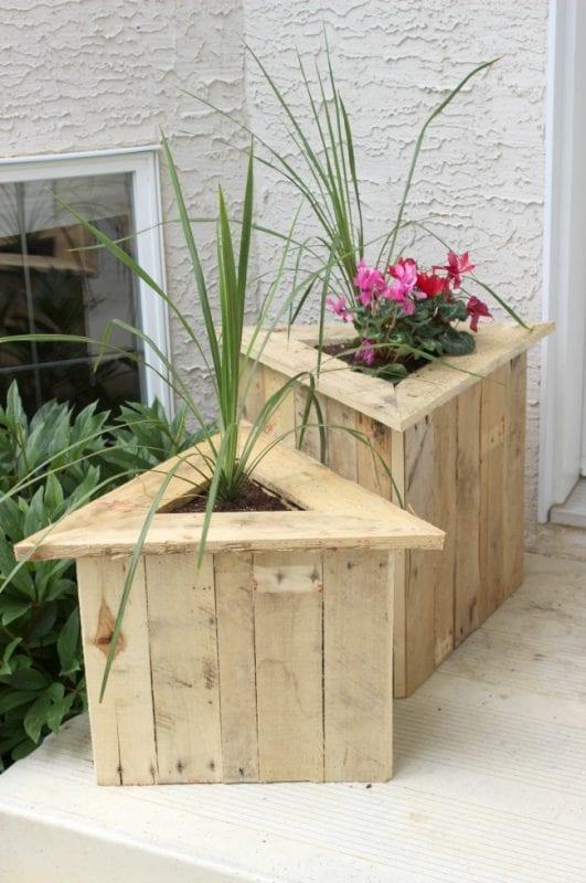 triangle-planters-build-plans-love-create-celebrate