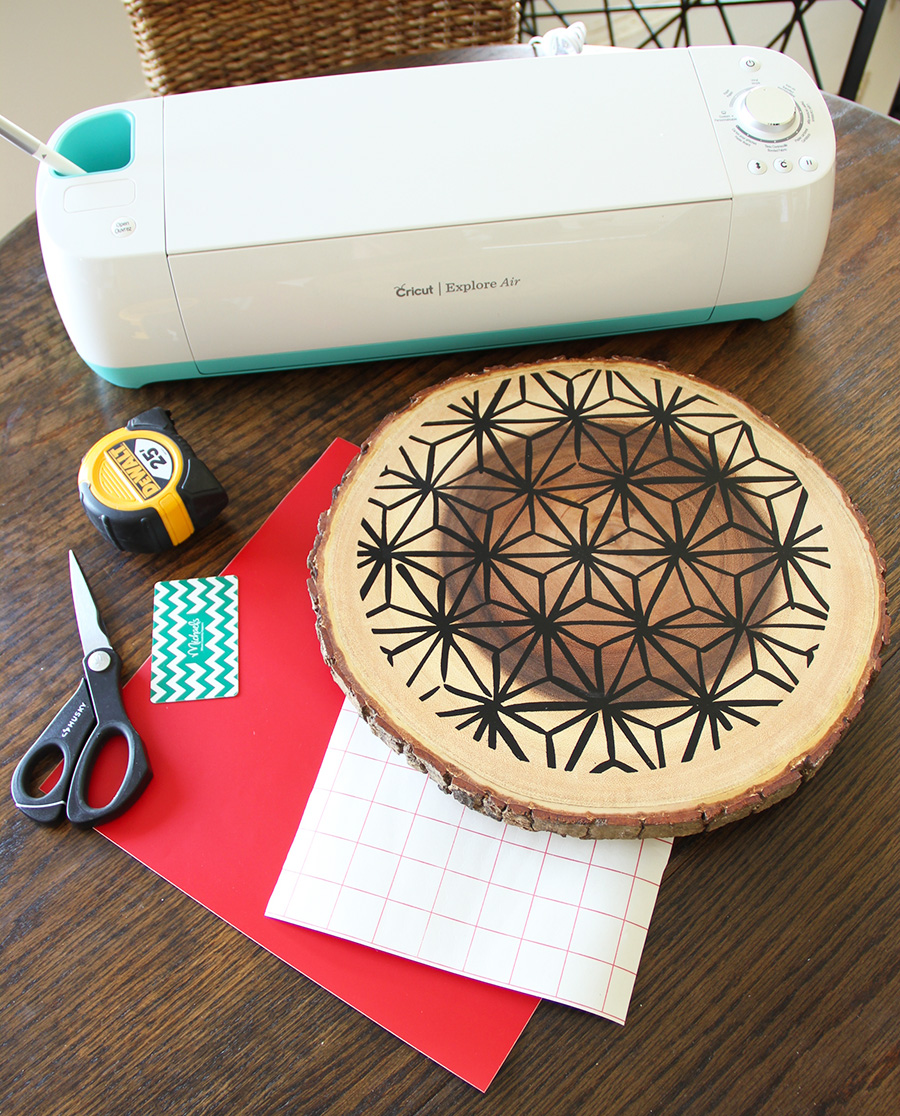 remodelaholic  modern wood trivet with vinyl for a holiday table  - vinylontrivetgather