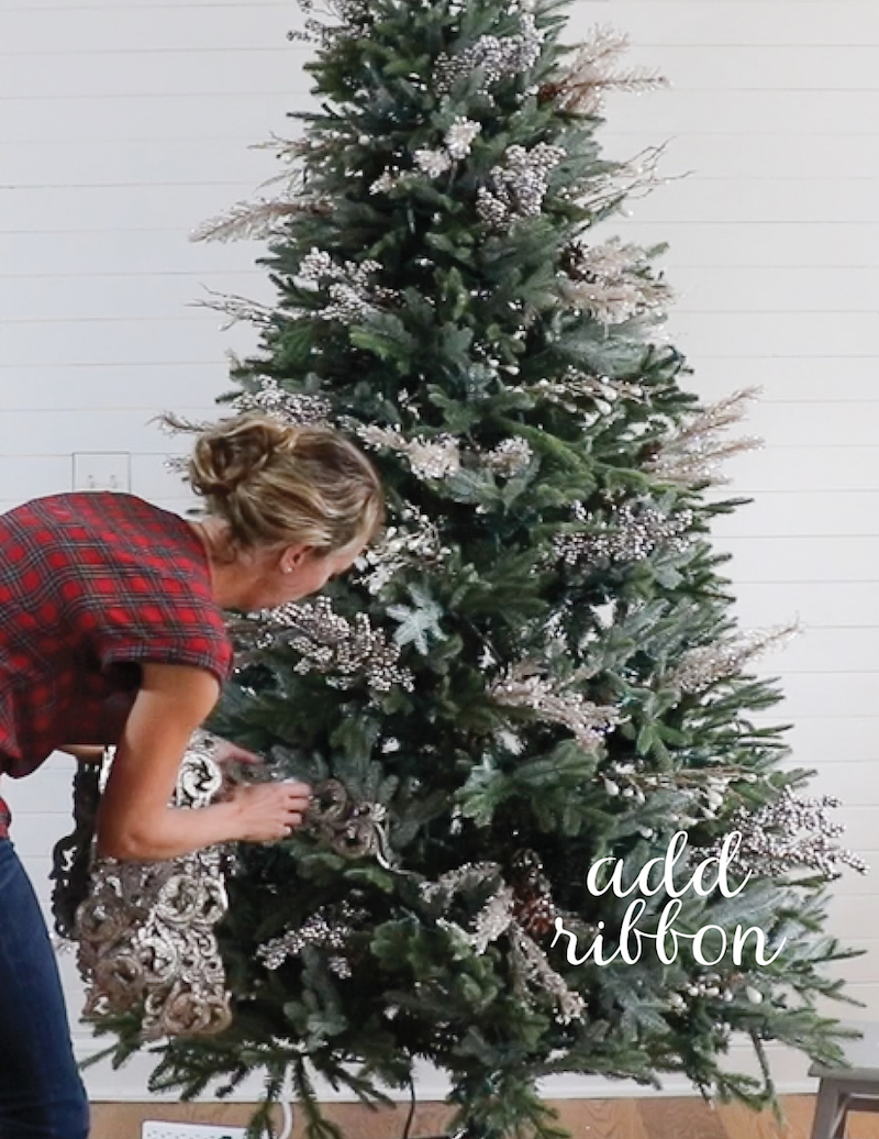 remodelaholic how to decorate a christmas tree in 5 simple steps. Black Bedroom Furniture Sets. Home Design Ideas