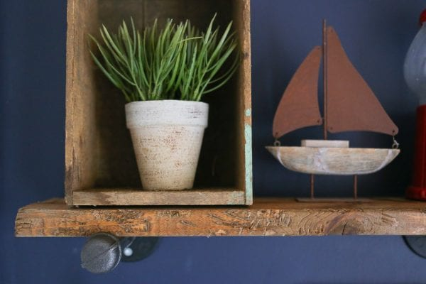 diy-industrial-reclaimed-wood-shelves-with-pipe-brackets-15