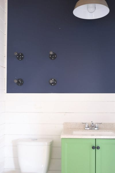 diy-industrial-reclaimed-wood-shelves-with-pipe-brackets-4