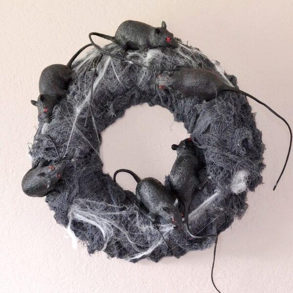 rat-wreath-for-halloween