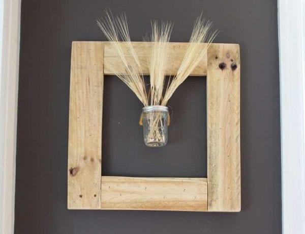 creative-diy-pallet-projects-square-pallet-wood-picture-frame-wreath-lehman-lane