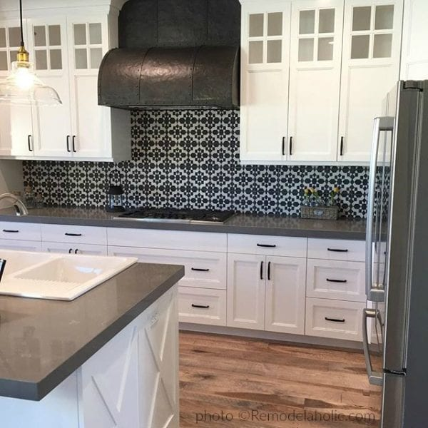 Homeshow White And Gray Kitchen With Patterned Backsplash Via @Remodelaholic