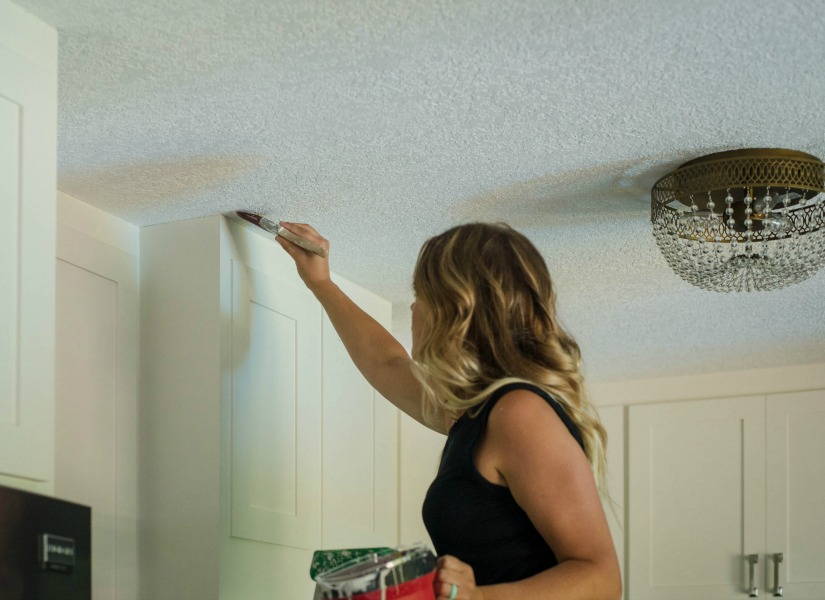 Remodelaholic How To Apply Knockdown Ceiling Texture