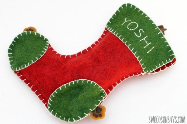 Christmas time is a great time to let your pets know you care. Create on of these 12 DIY Christmas Gifts for Pets to let them know you love them featured on Remodelaholic.com