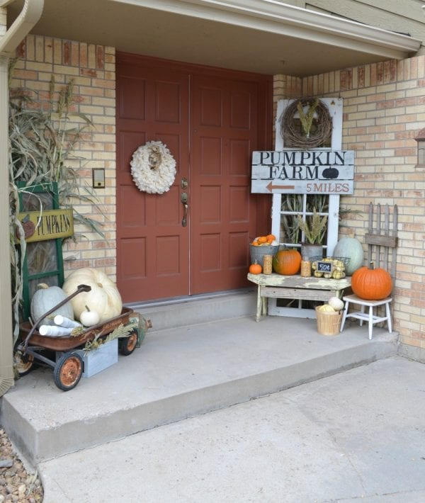 Farmhouse Front Porch Ideas: 22 Festive Thanksgiving Porches