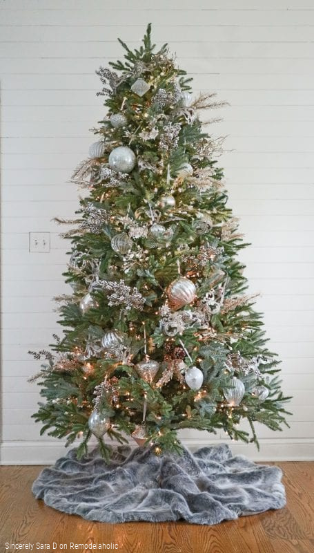 How To Decorate A Christmas Tree In 5 Steps, Sincerely Sara D On Remodelaholic