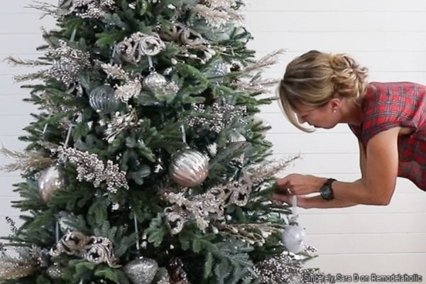 How To Decorate A Christmas Tree In Five Basic Steps, Sincerely Sara D On Remodelaholic