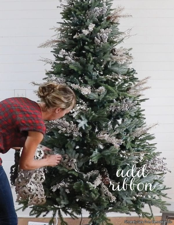 Steps To Decorating A Christmas Tree, Sincerely Sara D On Remodelaholic