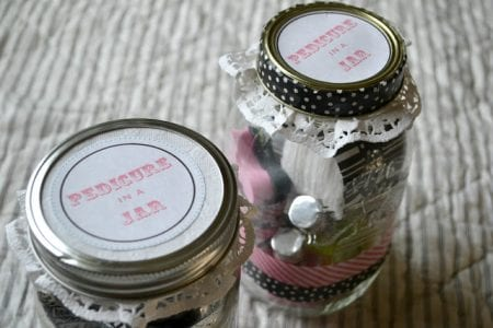 Tweens are sometimes hard to find gifts for. Rather than buy one make one with these 30 Christmas gifts to make your Tween featured on Remodelaholic.com