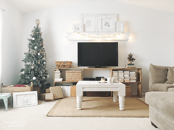 26 Rustic Christmas Decor, A Christmas Home Tour By We Lived Happily Ever After Featured On @Remodelaholic