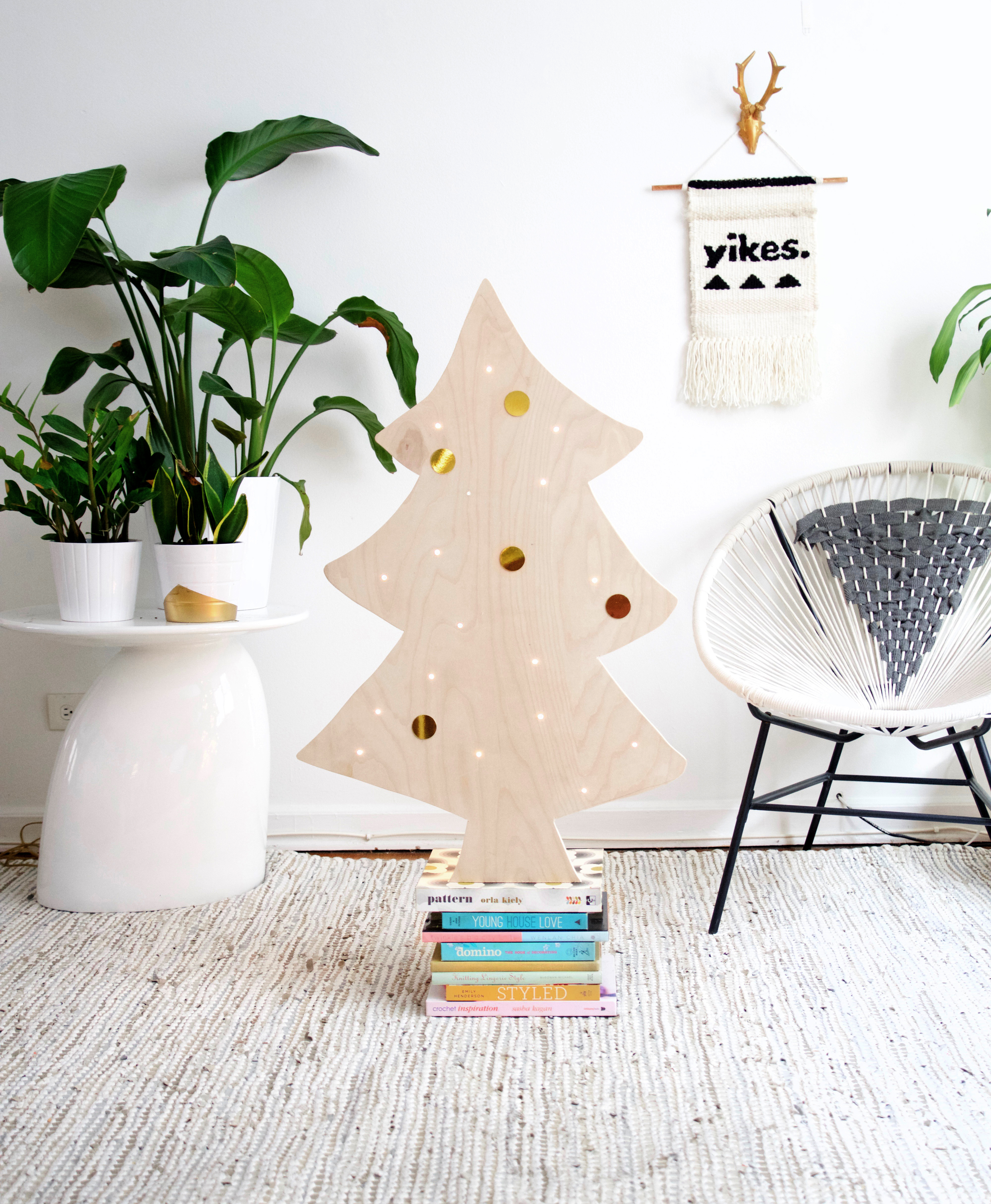 easy diy plywood christmas tree with lights - Large Wooden Christmas Decorations