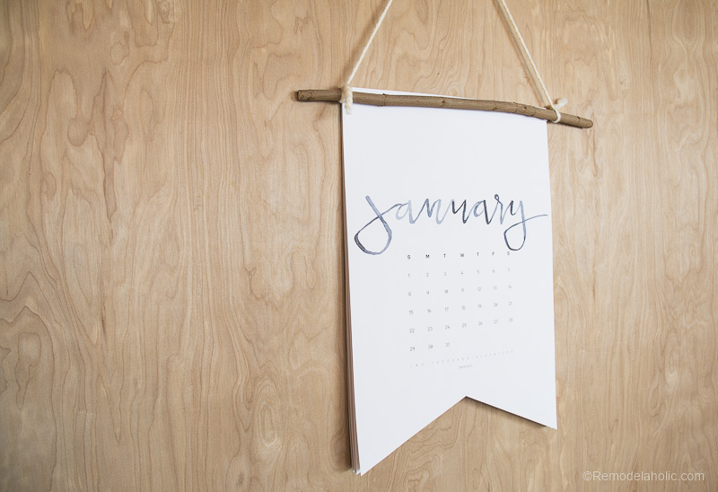 Get this free 2017 calendar printable in 3 sizes, plus an easy tutorial to make it into a boutique-style hanging pennant calendar for an easy and inexpensive gift.