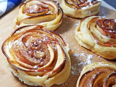 mini apple shaped rose pies 2