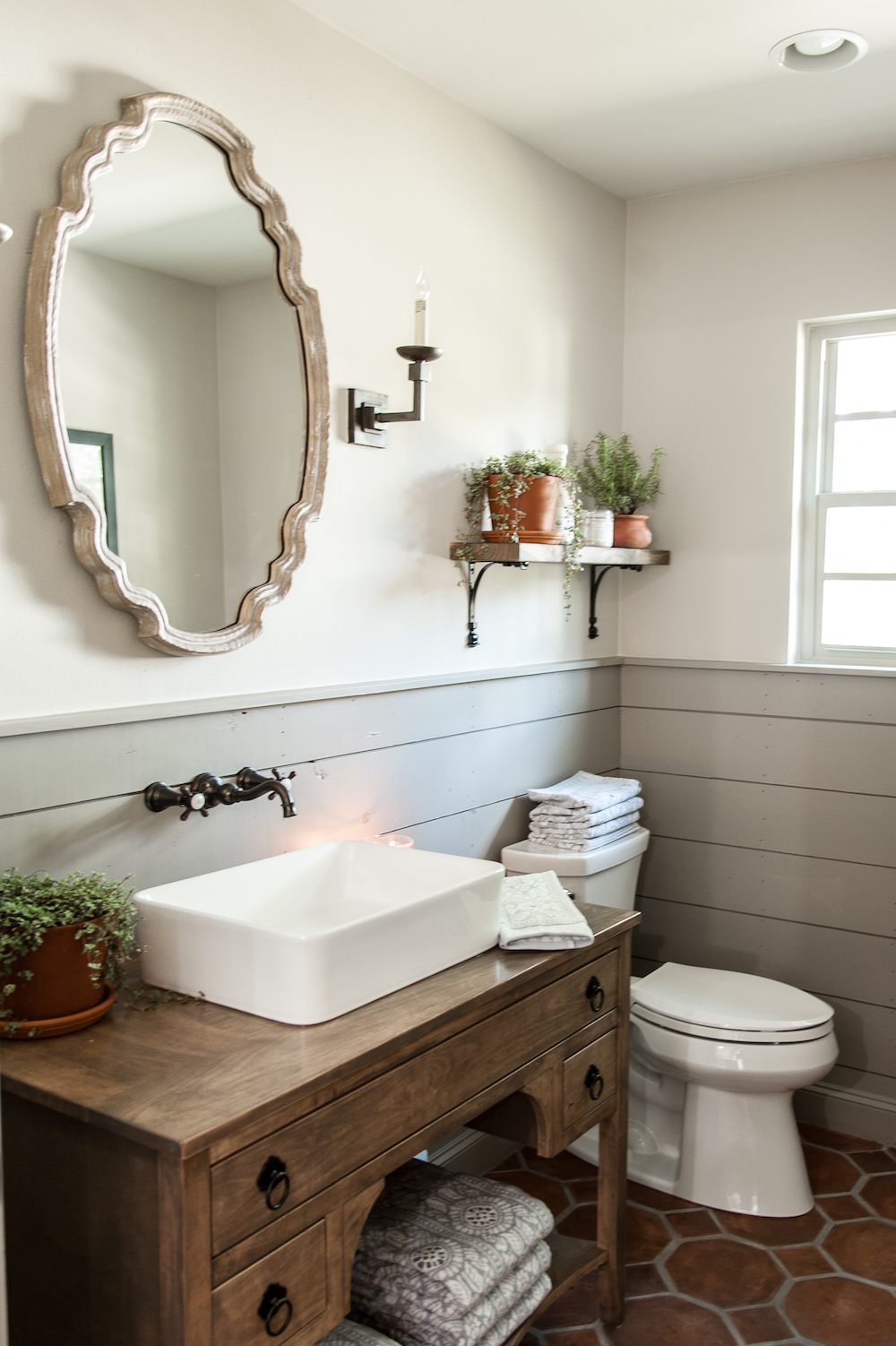Small Farmhouse Bathroom Ideas