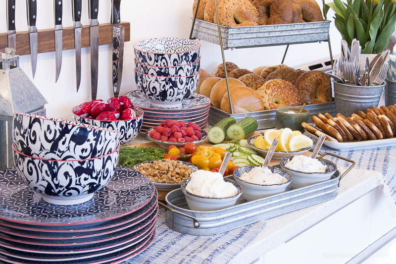 How to set up a fun, cute, and easy bagel buffet for a breakfast or brunch party. Perfect for Mother's Day, bridal showers, baby showers, or just a fun get-together with girlfriends.