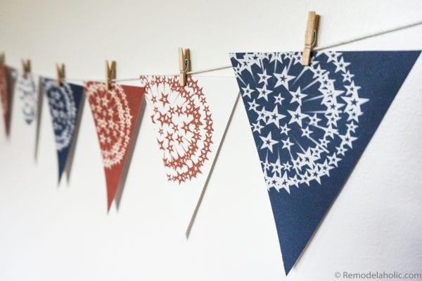 Printable patriotic bunting banner via remodelaholic.com