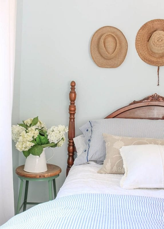 Vintage Four Poster Bed With Hydrangeas