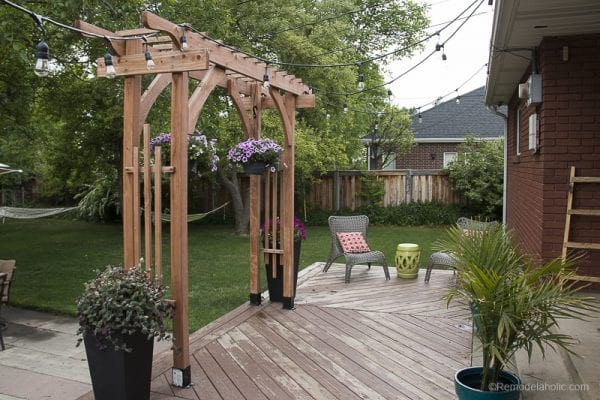 how to build a wood arbor as a backyard wedding arch, portable and simple to build