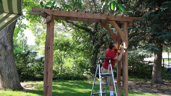 how to build a wood garden arbor as a portable wedding arch