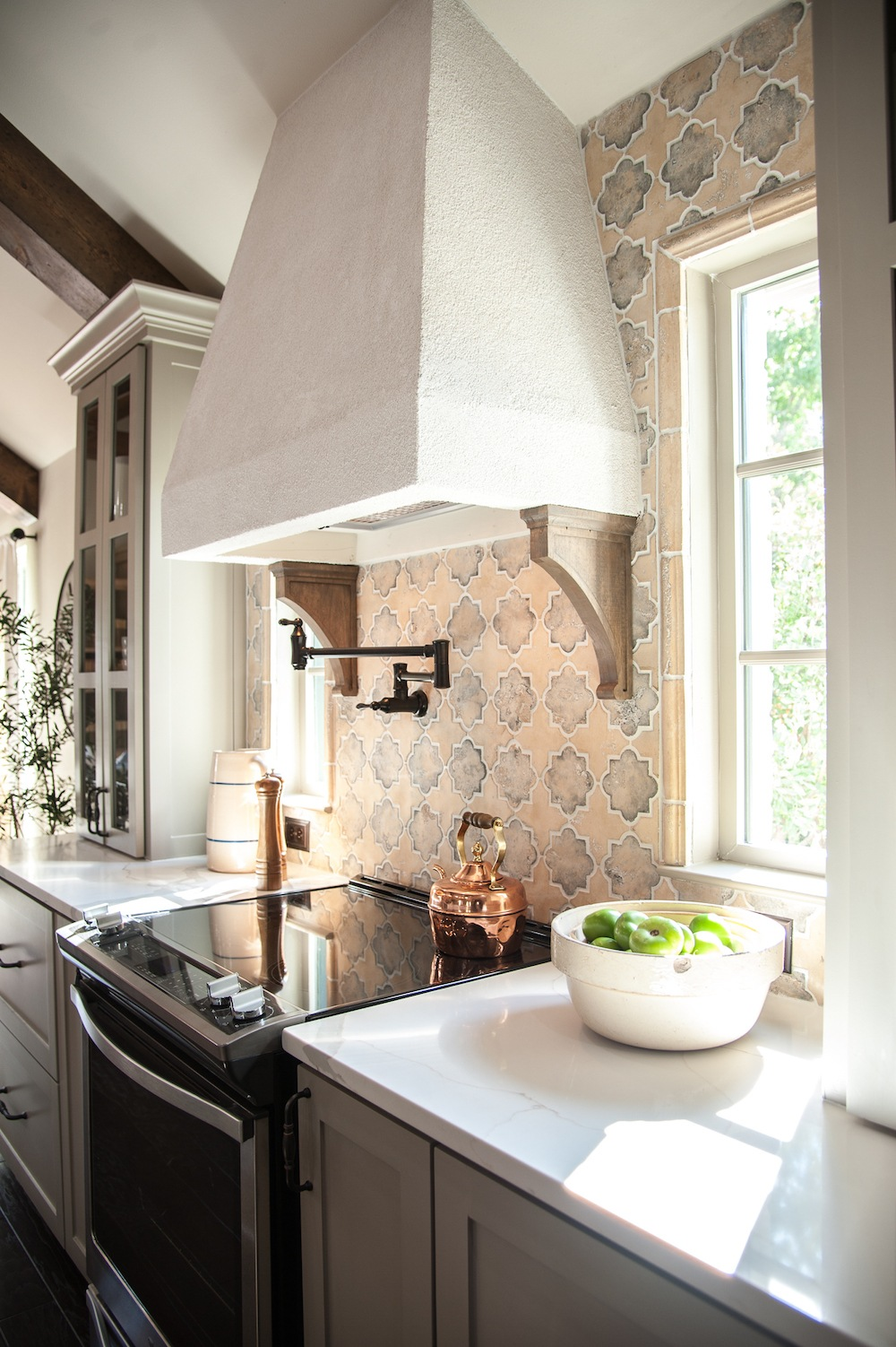 remodelaholic get this look fixer upper hot sauce house kitchen. Black Bedroom Furniture Sets. Home Design Ideas
