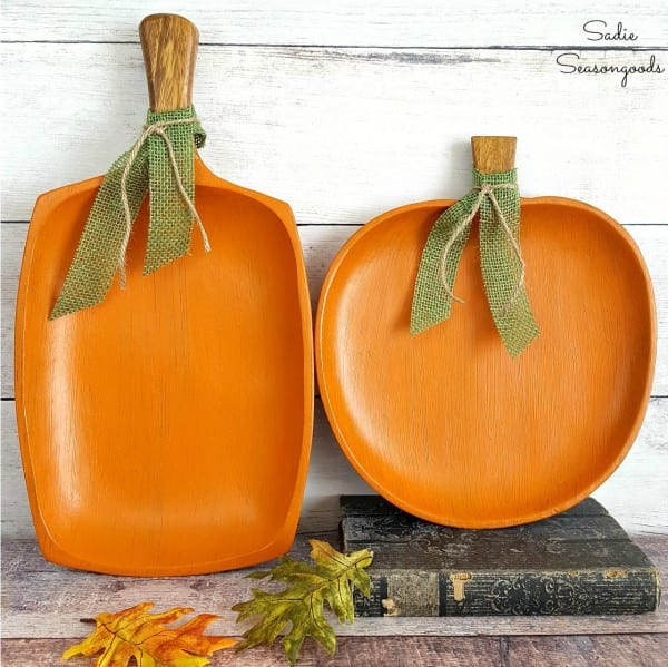 Repurposed Monkey Pod Wood Tray Platter From Thrift Store Chalk Painted As Pumpkin For DIY Simple Autumn Fall Decor By Sadie Seasongoods