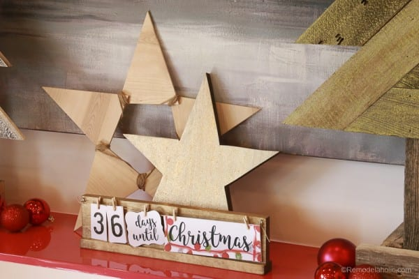 Christmas DIY Building Projects How to build 3 wooden Christmas stars from just ONE board, for about $12. These decorative wood stars are great for decorating for the Fourth of July and year round, too! | One board project | Christmas stars | Easy DIY building projects