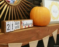 DIY Holiday Countdown Board With Printable Holiday Signs @Remodelaholic