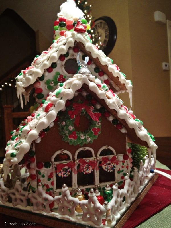 Tips And Ideas For Decorating A Gingerbread House, From Remodelaholic