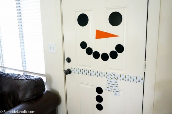 Free Printable Magnetic Snowman Door Decor | Winter front door decorating | Classroom door or bulletin board decorating | kid-friendly holiday decor