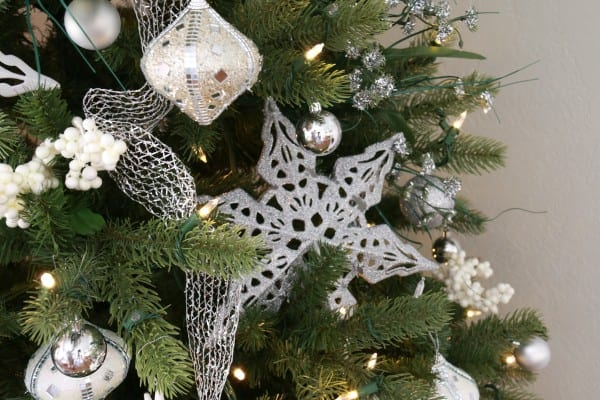 White And Silver Dollar Store Christmas Tree decorating tips @Remodelaholic