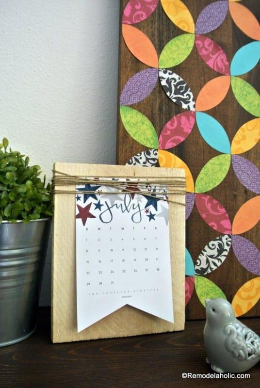 Free Printable 2018 Desk Calendar Plus Easy DIY Desktop Calendar Stand Or Photo Display @Remodelahol (8)