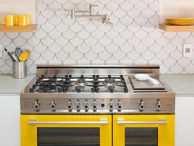 Yellow Kitchen Stove and Accents via Gia Renovations | How to decorate with sunny yellow | Yellow Kitchen Inspiration #Remodelaholic