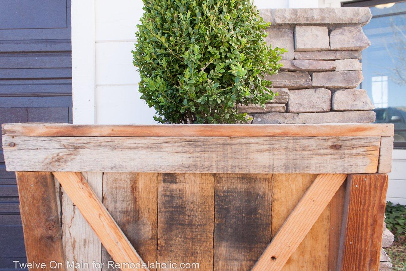 Remodelaholic DIY Large Pallet Planters