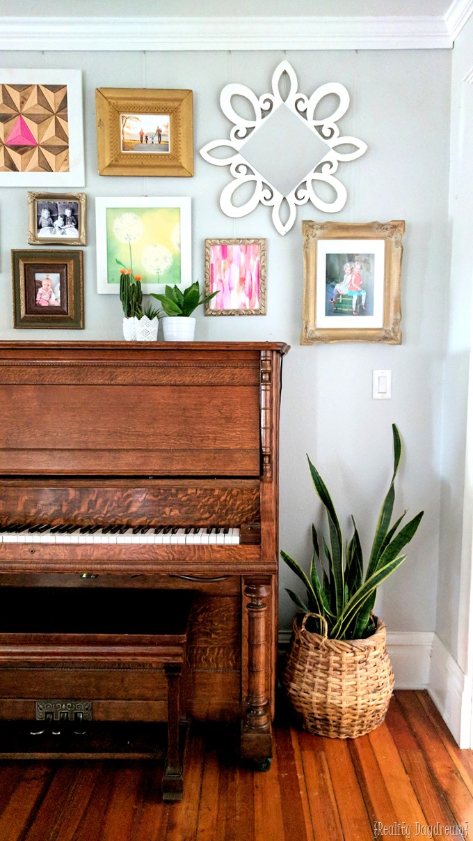 5 Simple Gallery Wall Ideas: Easy Gallery Wall Ideas + Tips For Hanging