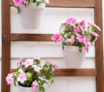Diy Wall Ladder Vertical Planter Pot Holder For Outdoor Plants Angela Marie Made Featured On Remodelaholic