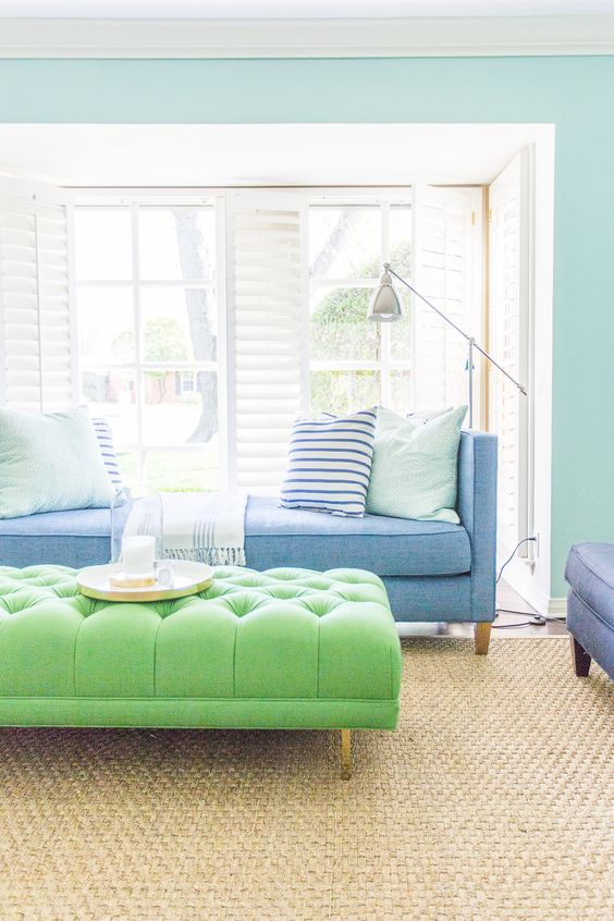 6 Tips to Decorating with Color in your Living Room Design