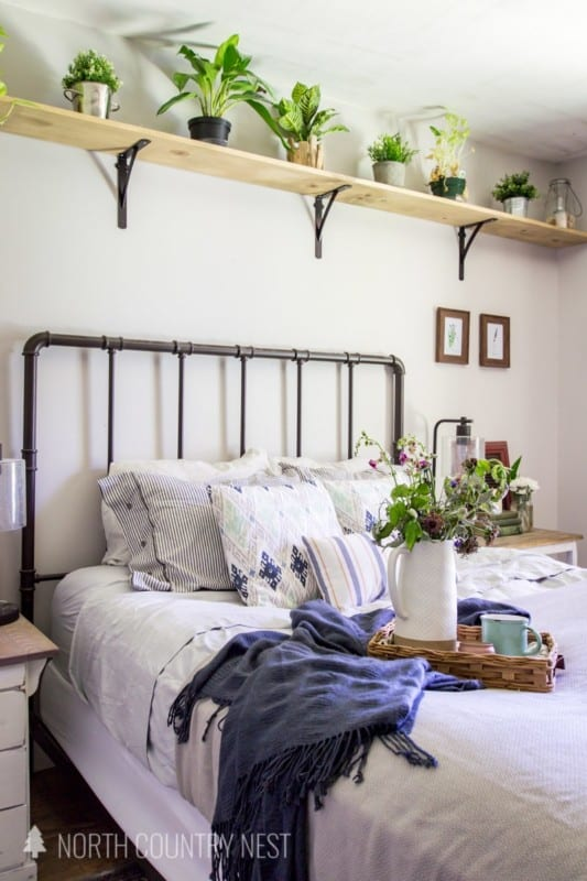 Simple Blue And Gray Summer Bedroom Decor 45
