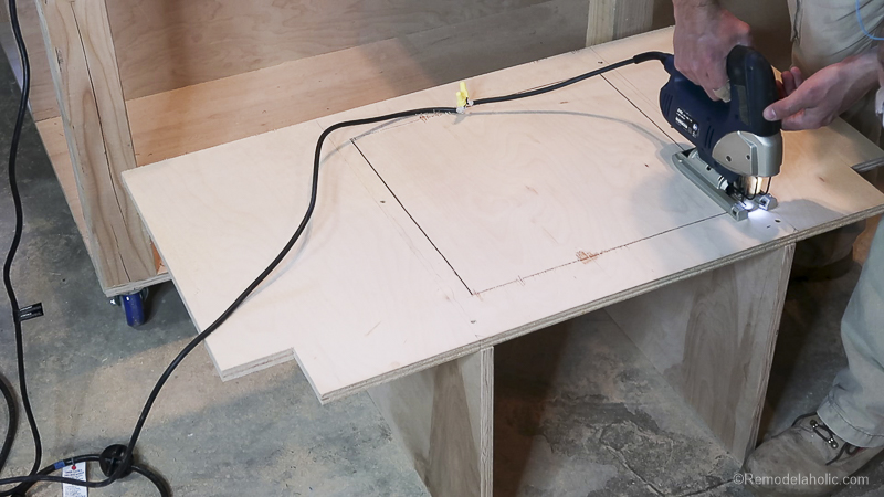 Table Saw Workbench @Remodelaholic 27