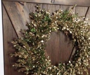 Diy Fresh Boxwood Wreath In Gold Remodelaholic